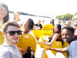 getUp Teens mit dem Tretboot auf dem Maschsee